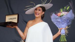 Extravagáns kalapokban parádéztak az ír nők