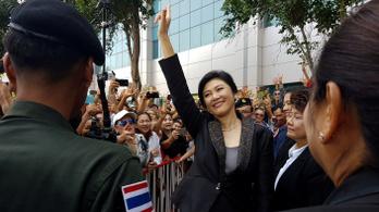Szerb állampolgárságot kapott a börtön elől menekülő thai exkormányfő
