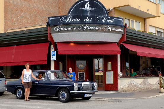 Kedvenc éttermünk, amiért volt, hogy százötven kilométeres kitérőt tettünk már. Járt itt a régi 190-es, Era, a Bianchi és most Nessy is