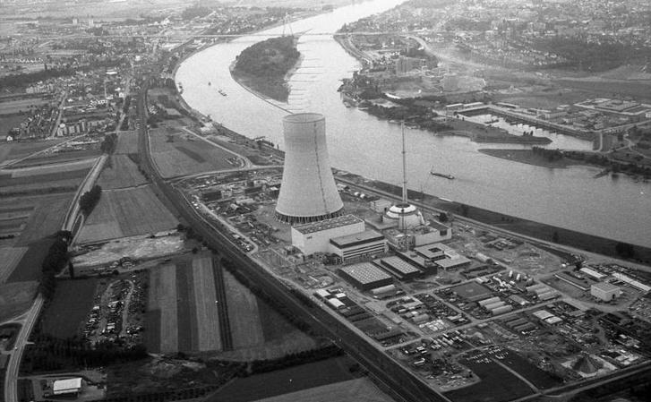 Az épülő erőmű 1979-ben egy légi felvételen