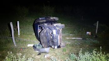 Kilencen sérültek meg, miután egy kisbusz az árokba hajtott az M5-ösön