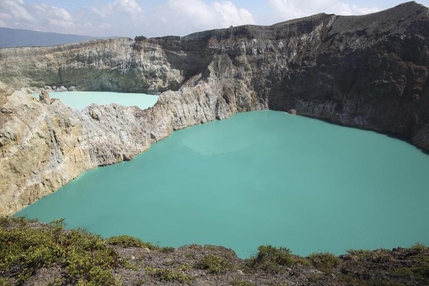 Varázslatos képeken a színváltó tavak: a túlvilág kapuinak is nevezik a különleges képződményt