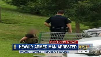 Kíváncsiságból ment be állig felfegyverkezve egy Walmartba a tömegmészárlás után