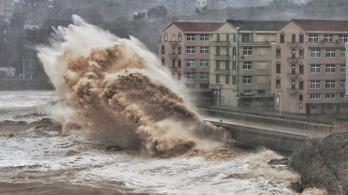 Egymillió embert evakuáltak a tájfun elől Kínában