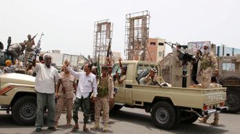 Szakadárok foglalták el az elnöki palotát Jemenben