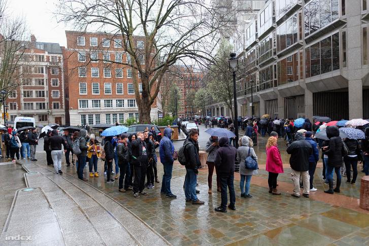 Sor a Londoni szavazókör előtt a 2018 áprilisi választások alatt