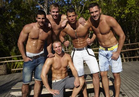 Az első 5 fiú az Éden Hotel 2 elejéről balról jobbra: Krisztián, Máté, Peti, Gábor és térdelve Ádám