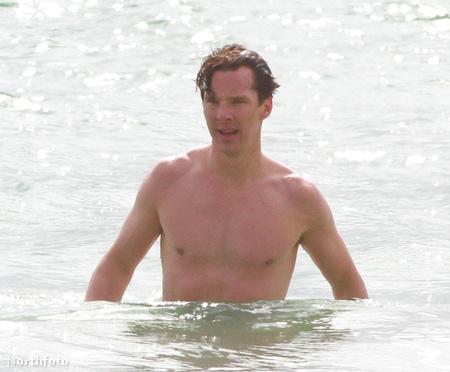 Benedict Cumberbatch Amerikába ment strandolni