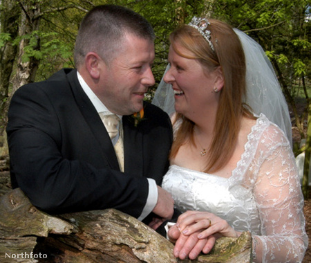 Mike Harrison és Sarah Bairstow esküvője Robin Hood erdejében