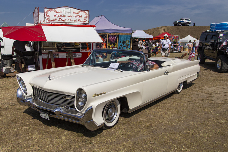 Bár az ízlés és a szépség is szubjektív dolgok, nálam az egész hétvégén ez Lincoln Continental Mark III Cabrio 1958-ból erősen dobogógyanús