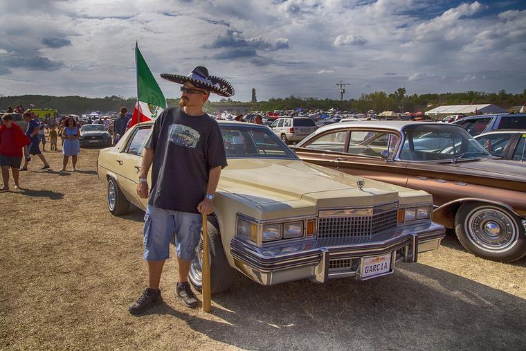 Ha Garcia (alias Hornyák Gábor) nincs jelen, valószínűleg meg sem rendeznek egyetlen amerikai autós eseményt sem Róla és imádott Lolitájáról olvashattatok már lapunk hasábjain Garcia azóta már olyan kultikus státuszba emelkedett, hogy nemrég a mexikói nagykövet is felkérte együttműködésre, annyira hitelesen képviseli a latin szubkultúrát