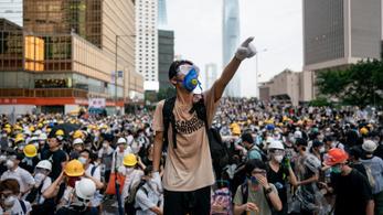 Tüntetéshullám, összecsapások Hongkongban