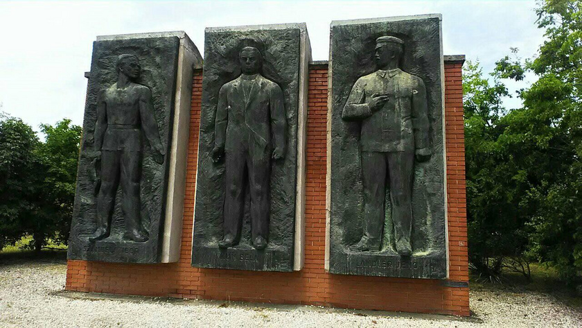 munkásmozgalmi harcosok szobra