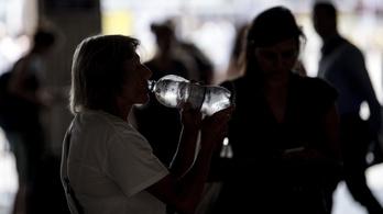 Hőség: a mentőket többször riasztották rosszullétekhez