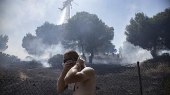 Már Athént is elérte az erdőtüzek füstje