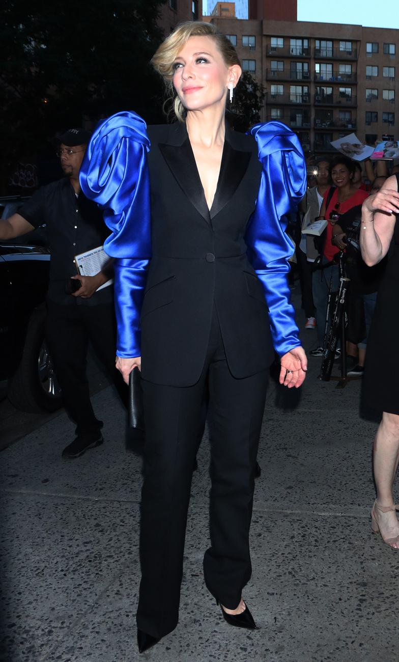 A válltömések új dimenzióját mutatta megCate Blanchett a vörös szőnyegen, aki legújabb filmjének, a  (Hová tűntél, Bernadette c