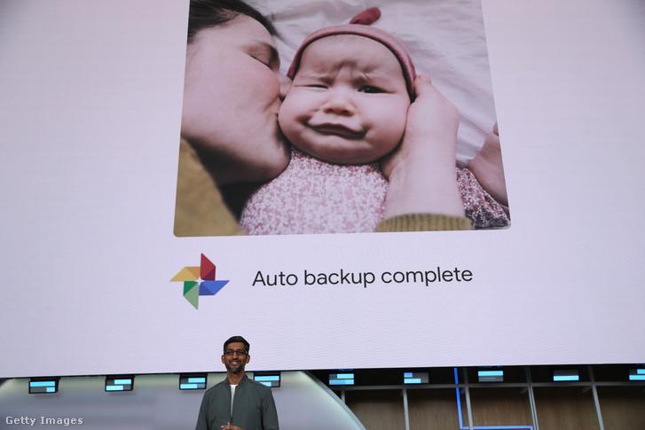 A Google vezérigazgatója, Sundar Pichai beszél a Google I/O fejlesztői konferenciáján 2019. május 7-én.