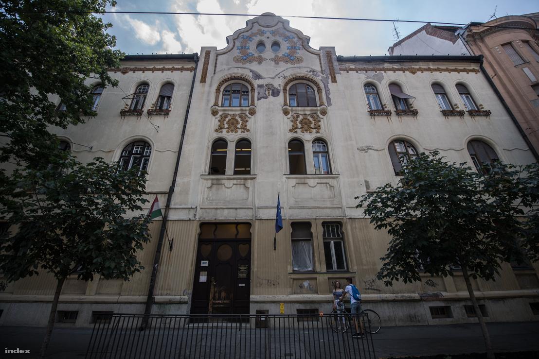 Raichl-palota, tervező: Raichl J. Ferenc. Szeged, Szentháromság u. 2–4.