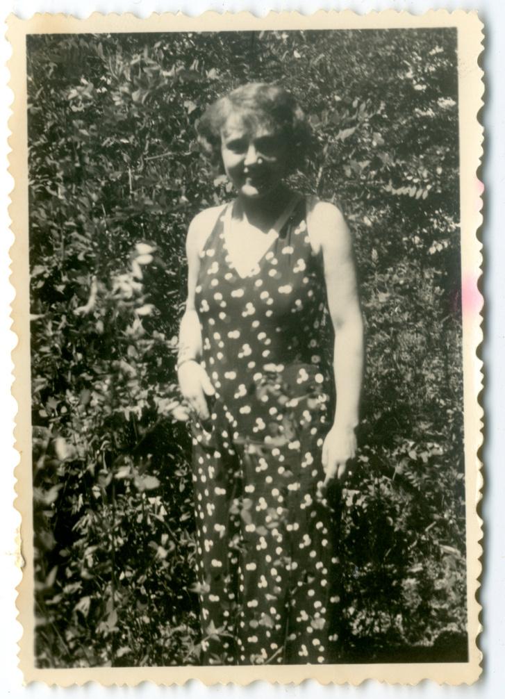 Kalmár Ilona Balatonföldváron 1932 nyarán