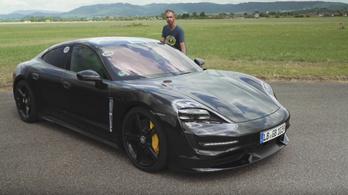 Porsche nem gyorsul úgy, mint a Tesla, de sokszor képes rá