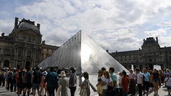 Kiakadtak a Louvre látogatói a Mona Lisa áthelyezése miatt