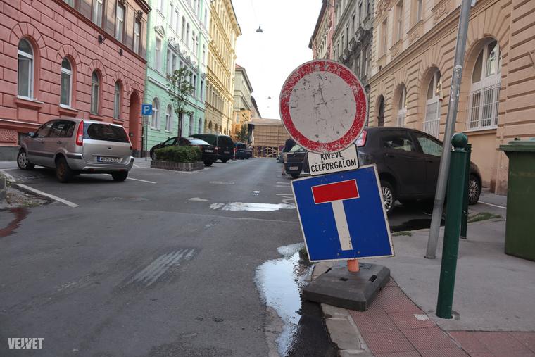 Erzsébetvárosnak közvetlenül ezen részén, nagyjából ugyanitt, a Murányi utcában forgott korábban a legutóbbi Drágán add az életed 2012-ben és Mundruczó Kornéltól a Jupiter holdja