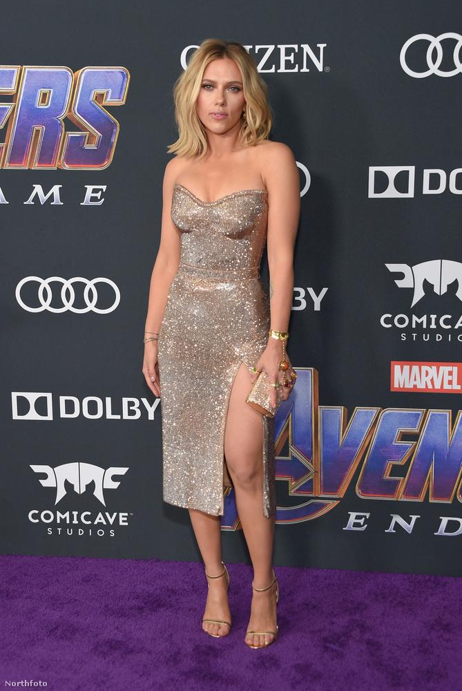 Íme Scarlett Johansson ruhában.