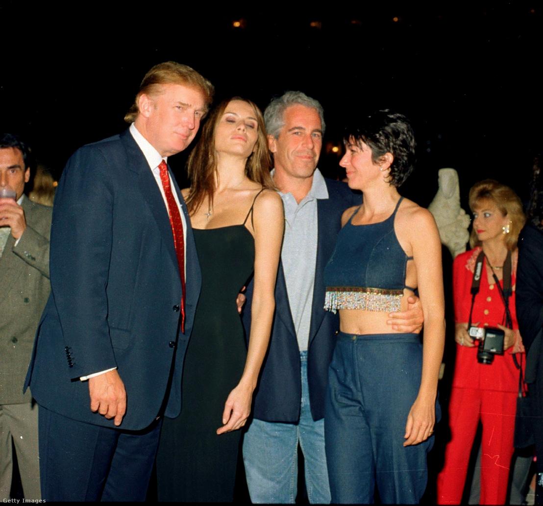 Balról jobbra: Donald Trump és barátnője (leendő felesége), Melania Knauss volt modell, Jeffrey Epstein és Ghislaine Maxwell együtt a Palm Beach floridai Mar-a-Lago klubban, 2000 február 12-én.