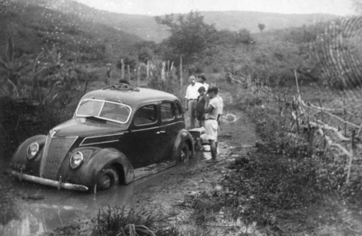 Ez a kép is Henry Ford hagyatékából való, állítólag Fordlandiából. Tökéletesen tükrözi az amerikaiak felkészületlenségét a trópusi dzsungelhez