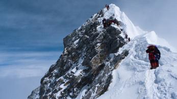 Drasztikusan szigorítják a Mount Everest megmászásának szabályait