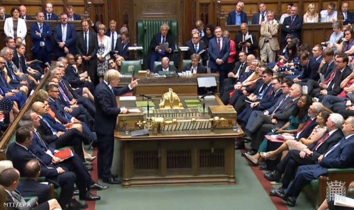 Boris Johnson új miniszterelnök beiktatása utáni első beszédét mondja a brit parlament alsóházában 2019. július 25-én.