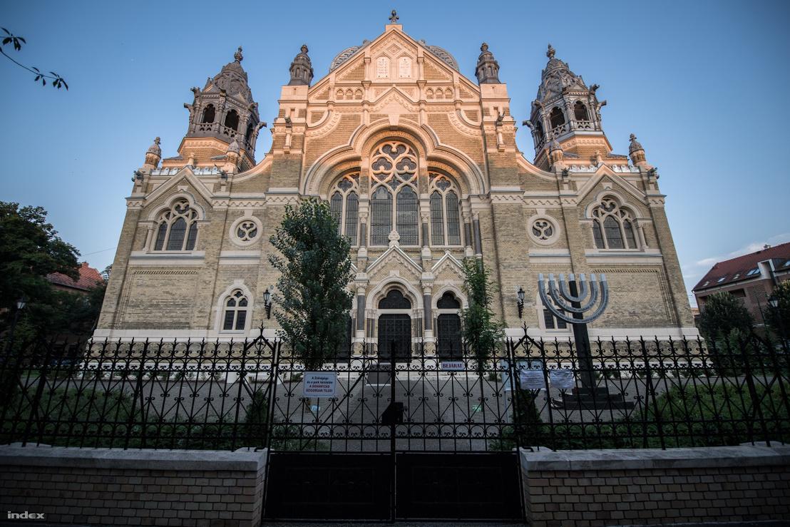 A Baumhorn Lipót tervezte zsinagóga. Szeged, Jósika u. 6–10.