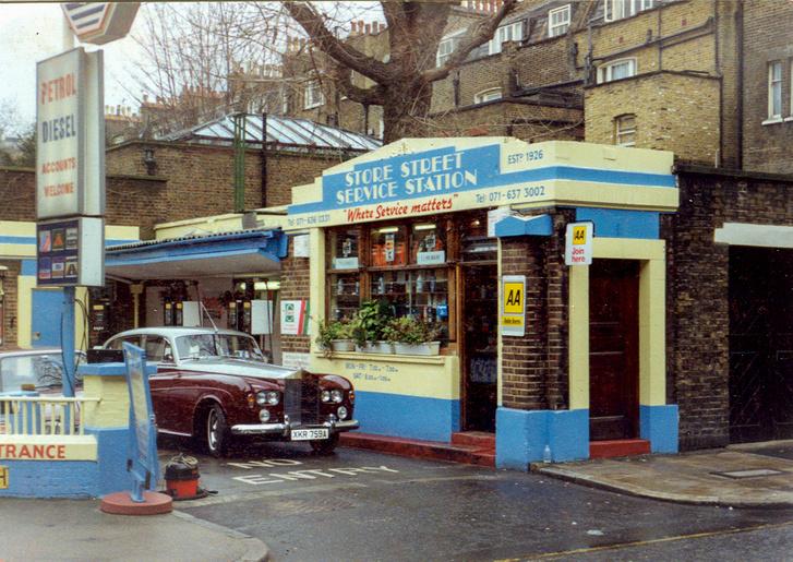 1993-as fotó, Anglia, közvetlenül a vásárlás után. A benzinkút ma már nem létezik