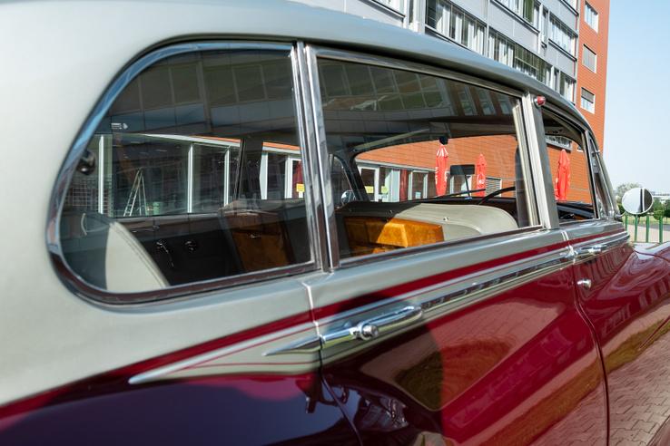Hosszú tengelytávú változat, a C oszlopban is ablakkal