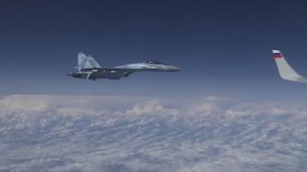 A NATO szerint veszélyes manővert hajtott végre az orosz védelmi minisztert kísérő vadászgép