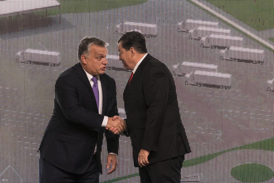 Orbán Viktor miniszterelnök és Mészáros Lőrinc az Opus Global Nyrt. egyik tulajdonosa a kft. tiszapüspöki izocukorüzemének avatásán 2017. október 30-án