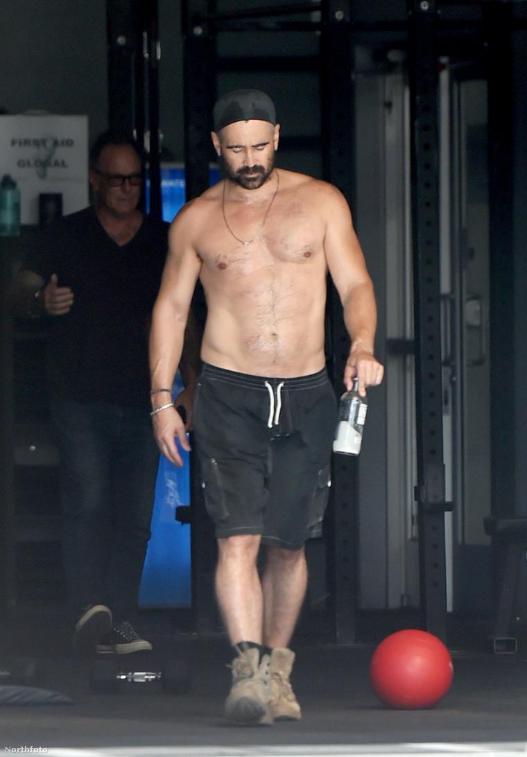 Lehet, hogy rosszul értjük a jelenetet, de az lehet, hogy Colin Farrell bakancsban edzett a konditeremben?