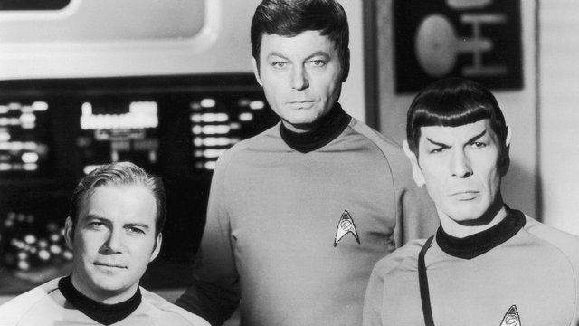 Hogyan jutott el három színész az igazi Enterprise-ra?