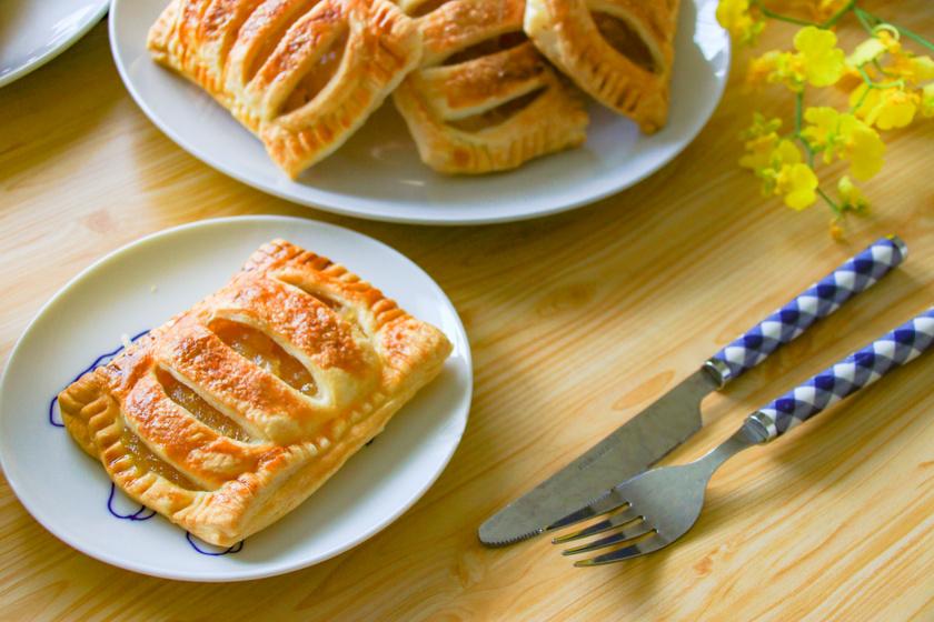 Ropogós barackos táska leveles tésztából: 30 perc sem kell hozzá