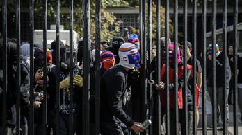 Az iskola, ahol Molotov-koktél van a hátizsákokban