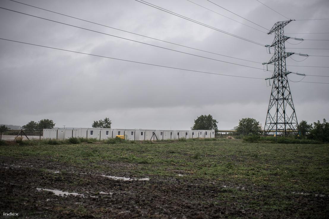 Épül a konténerváros Tiszaújváros mellett, ahol a Mol új gyárát építő munkások laknak majd