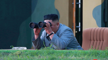 Kim Dzsongun megint a legkedvencebb kellékével játszott