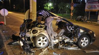 Lámpaoszlopnak csapódtak a Váci úton, ketten meghaltak