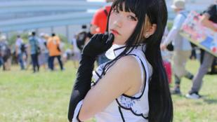 Csoportosan vettek körbe fotósok egy kínai lányt a Comiketen, majd befotóztak a szoknyája alá