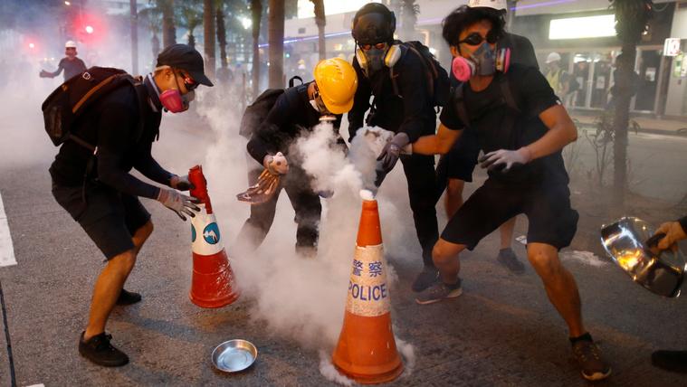 Gázmaszk, védőszemüveg és házi pajzs nélkül sokan el sem indulnak