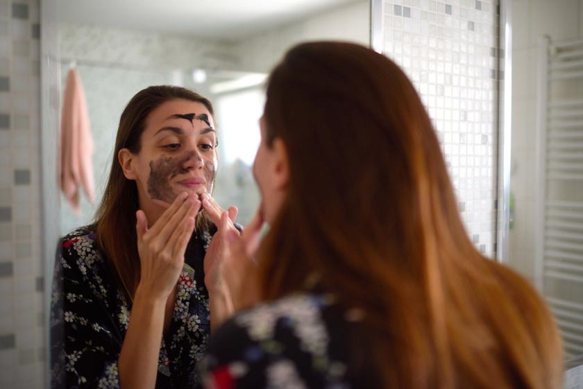 Elősegíti a kollagén termelődését, feltölti a ráncokat: így használd arcpakolásként a bőrbarát fűszereket