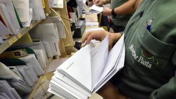 Szabadságon van a postás, nincs aki kivigye a levelet Újlipótvárosban