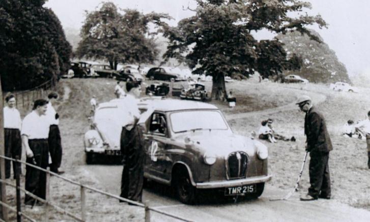 Az első verseny, amin részt vett egy A35-ös, saját tuningolású Austinnal