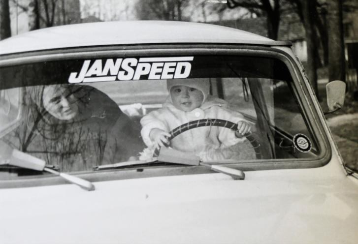 Jani bácsi itthoni rokonsága is Janspeed-feliratú Trabanttal járt