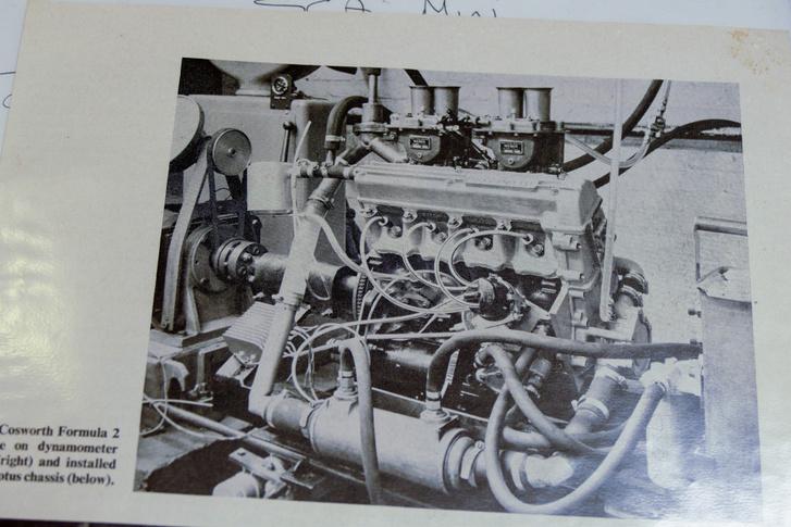 Formula-2-es Cosworth-motor. Ez került az SCA Minibe